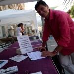 Pascal Durand secrétaire national EELV a signé l'ICE Stop Vivisection sur le stand Fermons le CEDS aux Journées d'Eté EELV à Marseille